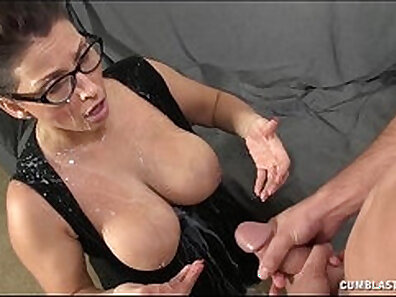 boobs in HD, gigantic butt, perfect body, sexy mom, wearing glasses, young babes xxx movie